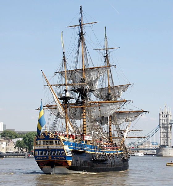Galleon Goteborg reconstruction sailing by London Bridge